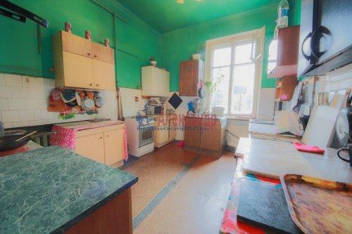 Комната в 9-комнатной квартире (248м2) на продажу по адресу Васи Алексеева ул., 16— фото 7 из 16
