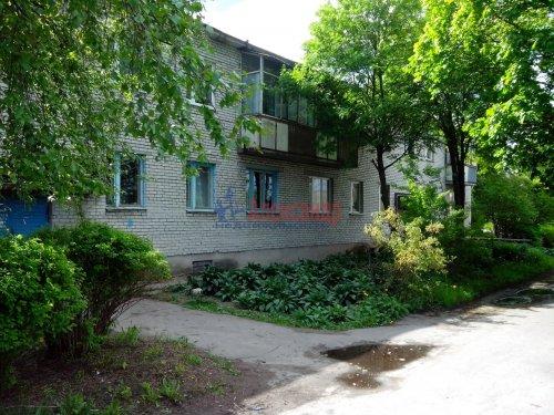 3-комнатная квартира (58м2) на продажу по адресу Коммунары пос., Центральная ул., 1— фото 1 из 8