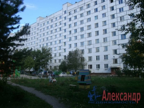 4-комнатная квартира (74м2) на продажу по адресу Коммунар г., Садовая ул., 6— фото 1 из 12