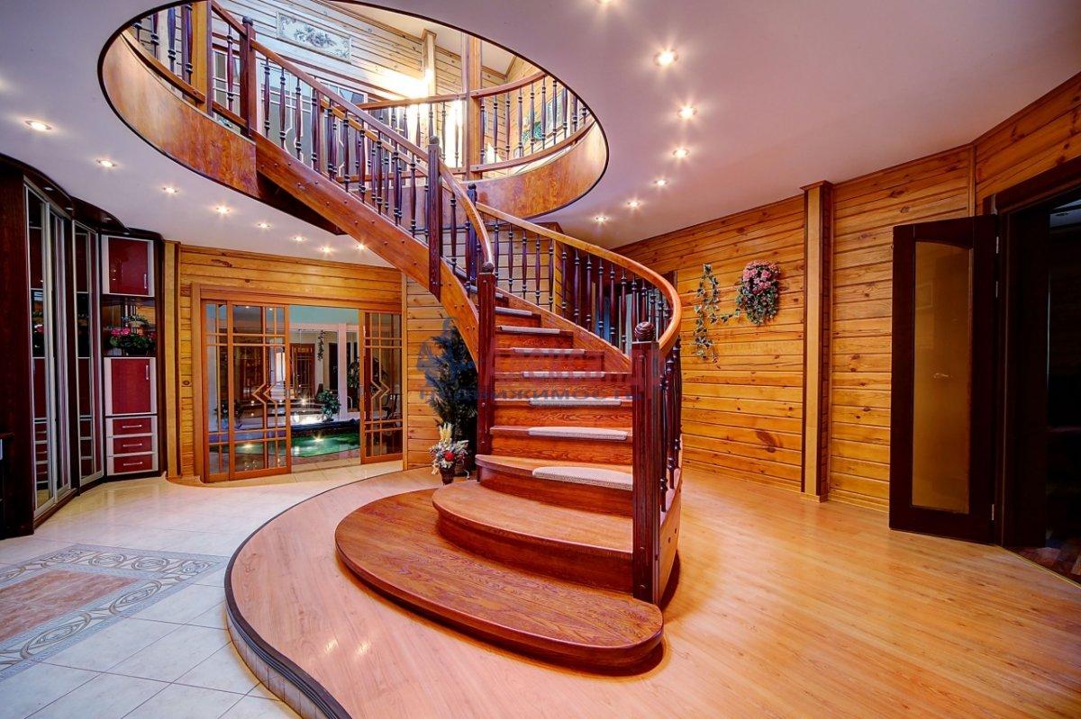 Дачный дом (323м2) на продажу — фото 1 из 12